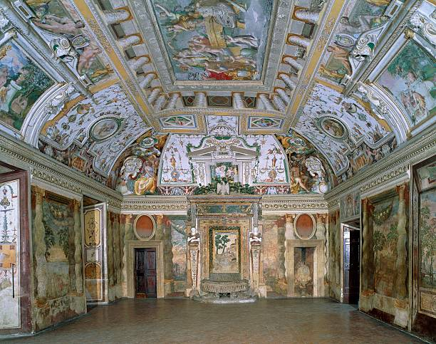 ITALY - CIRCA 2002: The Hall of the Fountain with mythological frescoes by Taddeo and Federico Zuccari, Girolamo Muziano and schools. Noble apartment of Villa d'Este ( (UNESCO World Heritage List, 2001), Tivoli. Italy, 16th century. (Photo by DeAgostini/Getty Images)