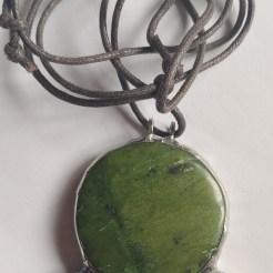 ciondolo pietra verde e gemme