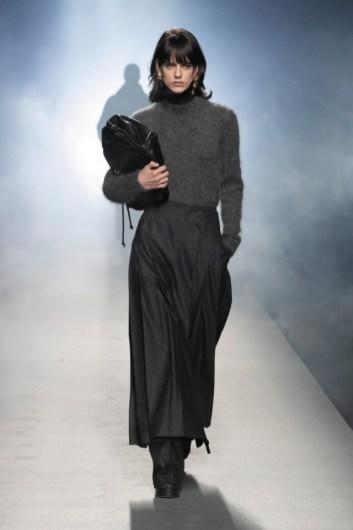 milano-fashion-week-moda-milano-sfilate-moda-sfilate-milano-alberta-ferretti-13-milano-fashion-week-moda-milano-sfilate-moda-sfilate-milano-alberta-ferretti-640x960