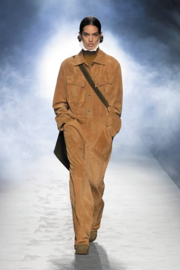 milano-fashion-week-moda-milano-sfilate-moda-sfilate-milano-alberta-ferretti-21-milano-fashion-week-moda-milano-sfilate-moda-sfilate-milano-alberta-ferretti-640x960