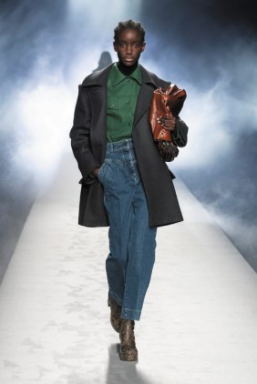 milano-fashion-week-moda-milano-sfilate-moda-sfilate-milano-alberta-ferretti-23-milano-fashion-week-moda-milano-sfilate-moda-sfilate-milano-alberta-ferretti-640x960