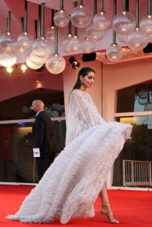 """VENICE, ITALY - SEPTEMBER 06: Farnoush Hamidian attends the red carpet of the movie """"La Caja"""" during the 78th Venice International Film Festival on September 06, 2021 in Venice, Italy. (Photo by Maria Moratti/Getty Images)"""