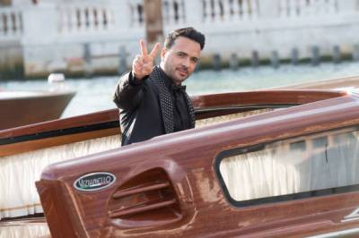 VENICE, ITALY - AUGUST 29: Luis Fonsi is seen during the Dolce&Gabbana Alta Moda show on August 29, 2021 in Venice, Italy. (Photo by Jacopo Raule/Getty Images)