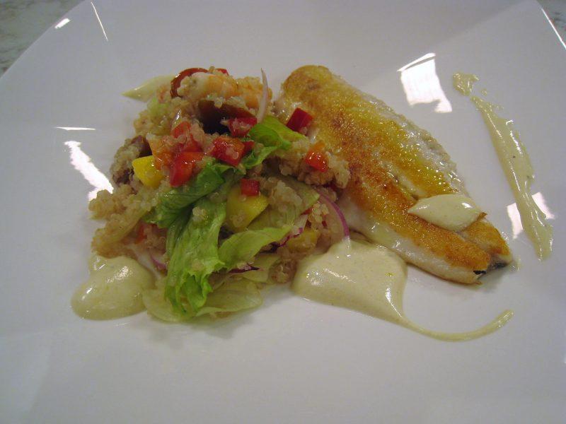 Lubina con ensalada de quinoa