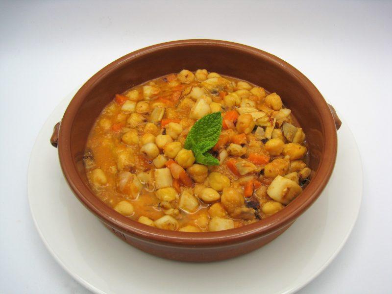 Sepia en salsa con garbanzos