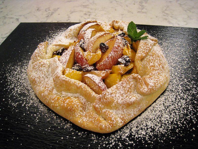 Tarta de mango, manzana y pasas