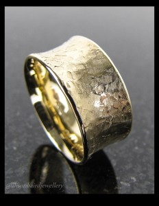 Gold flared ring2