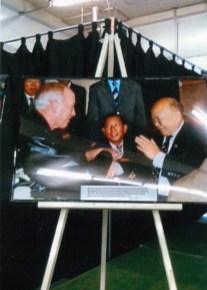 Photo of Gene Hamner with General Van Pao - 1999
