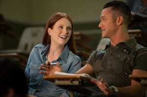 still-of-julianne-moore-and-joseph-gordon-levitt-in-don-jon