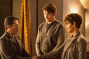 Extant-Season-1-Episode-7-8-More-in-Heaven-and-Earth-Incursion-3