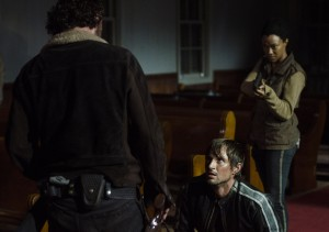 twd-the-walking-dead-5x03-rick-michonne-zombis-zombies-els-bastards