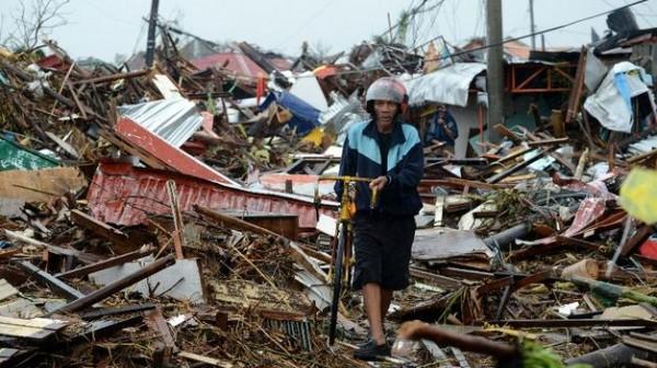 devastacion-dejado-tifon-Filipinas_TINIMA20131110_0078_5