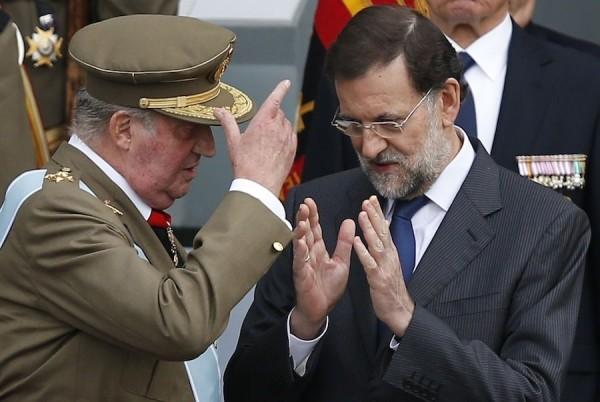 rei-conversa-Rajoy-desfilada-militar_ARAIMA20121012_0105_20