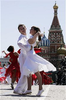 https://i1.wp.com/blogs.ft.com/beyond-brics/files/2011/07/A-Russian-couple-dances.jpg