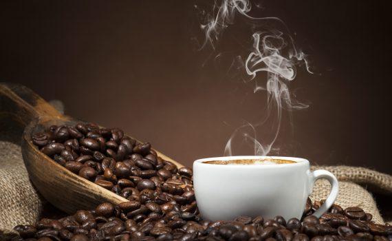 Bere caffè in gravidanza può causare sovrappeso nei bambini