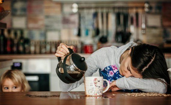 Un buon caffè forte al risveglio? Meglio dopo colazione…