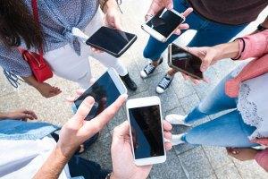 Cresce a dependência pelos smartphones em todo o mundo
