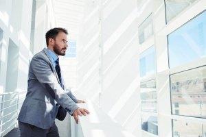 Deve o CEO posicionar-se em assuntos fora do âmbito de seu negócio?