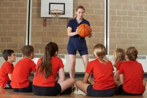 Como o gênero do treinador pode influenciar no rendimento esportivo?