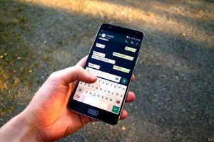 trabajadores utilizan Whatsapp para buscar empleo