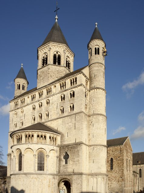 An image of the Collegiate Church of Saint Gertrude in Nivelles, a building with three steeples and a rotunda on the front face.
