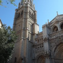 The cathedral of Toledo is one of the largest in Spain.
