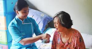 Jasa perawat home care orang sakit & pasca operasi di rumah
