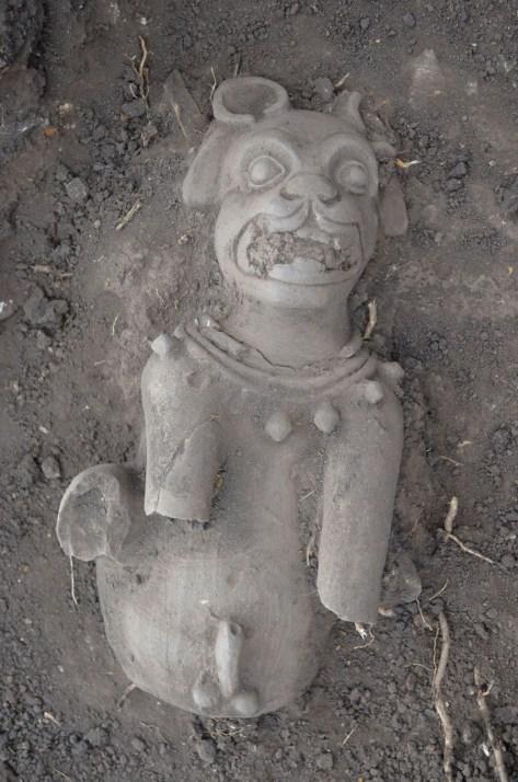 Imagen de un jaguar de cerámica descubierto en Cihuatán (Foto por FUNDAR)