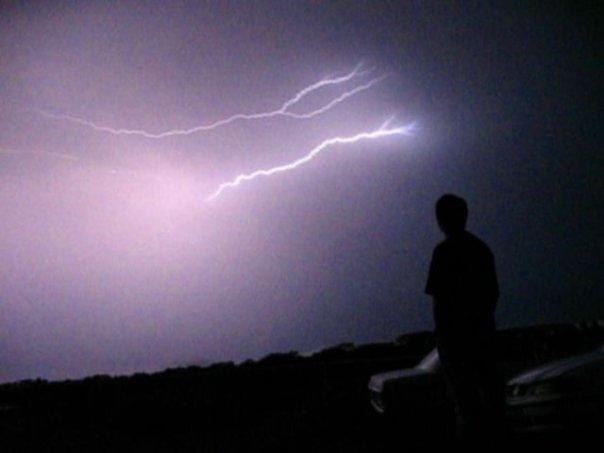 Viendo una tormenta eléctrica desde el Observatorio San Juan Talpa (Foto Jorge Colorado, 2011)
