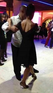 Andrea y Martín enseñando el Tango