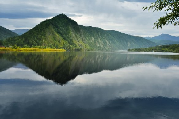 mountain_reflected_in_the_water_by_korolevatumana-d5lbpl2