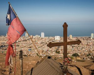 A roadside memorial with a cross and a tattered Chilean flag overlook Iquique, Chile, after a powerful earthquake struck April 1 about 95 kilometers to the northwest. The quake led to several thousand homes being condemned and severely damaged 10,000 others. (LCMS Communications/Erik M. Lunsford)