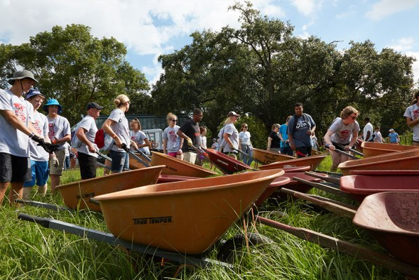 Participants spread mulch in New Orleans City Park as part of a Gathering servant event. More than 11,000 youth and adults took part in servant events in New Orleans communities. (Sherri Littlefield)