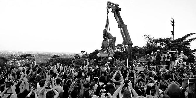 The statue of Cecil Rhodes finally falls at the University of Cape Town on 9 April 2015 Photo Credit: Desmond Bowles via Flickr (http://bit.ly/27dUE6W) CC BY-SA 2.0