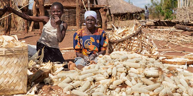A woman shells maize in Zambia Photo Credit: Swati Sridharan via Flickr (http://bit.ly/2f0DC8A) CC BY-SA 2.0