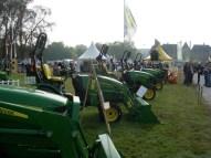 Exposition des tracteurs mini pelles