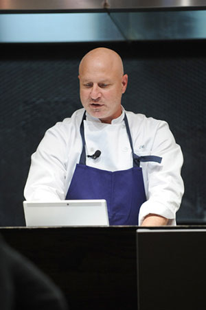 Tom Colicchio joined Bing last week to share his tips for cooking a stress-free holiday meal with the Bing Food & Drink app. Colicchio explained that by maximizing the technology you already have, you can find the information you want, like recipes or cooking demos, much more easily. Bing brings together the information people want — like recipes — on the device they want, when they want it.