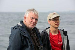 Jochen Flasbarth tauscht sich mit der NAJU (Naturschutzjugend) aus - Foto: NABU/Volkker Gehrmann