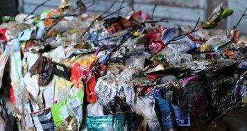 Gepresste Kunststoffabfälle