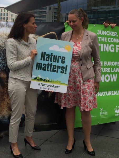 Die Parlamentarische Staatssekretärin Rita Schwarzelühr-Sutter neben der Luxemburgischen Umweltministerin Carole Dieschbourg