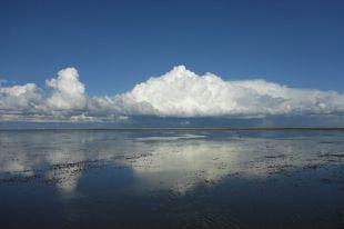 Wolkenimpression über dem Watt (Foto: Tore J. Mayland-Quellhorst).