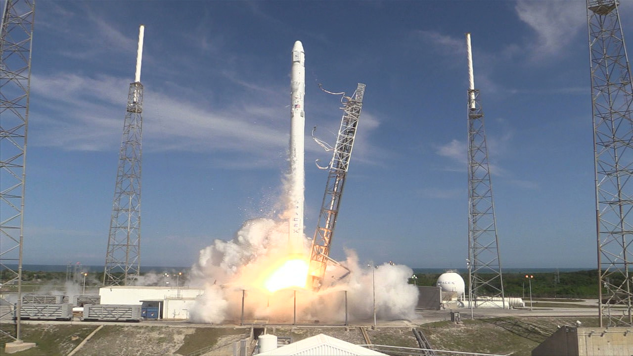 Launch of SpaceX Dragon on a Falcon 9 rocket, 14 April 2015, Cape Canaveral, FL. Image credit: NASA