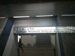 Das schönste Bahnhofsschild der Welt