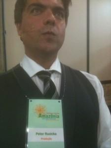Versuch, Peter Ruzicka mittels seines Produktionsumhängeschildes in Brasilien möglichst authentisch zu vertreten