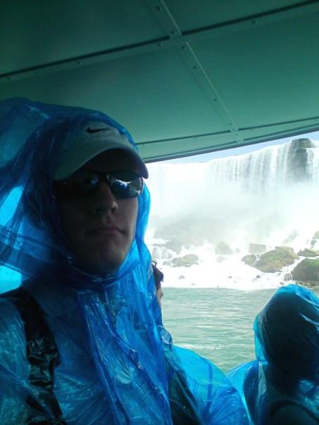Blau, doof und aus Plastik: Einer von Millionen Niagara-Touristen