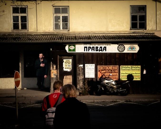 Petrenko vor der Prawda. Foto: Hufner