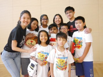 A short but meaningful time of interaction between USP students and the children from Fei Yue.