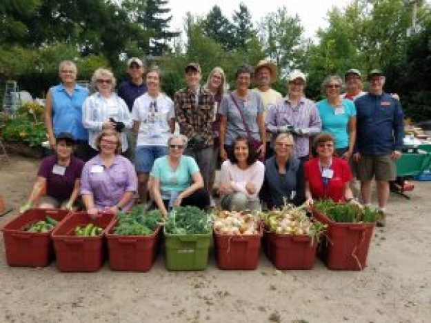 2017 Trainees at Vegetable Clinic with Weston Miller