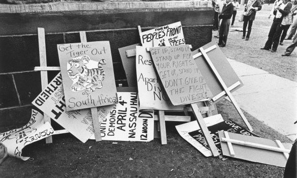Protest_Signs_April_4