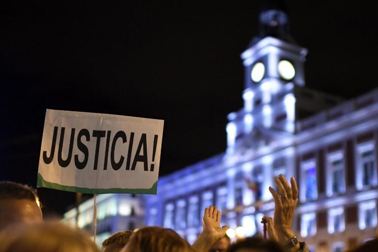 Una pancarta reclama justicia para las mujeres durante una manifestación en Madrid. / AFP.